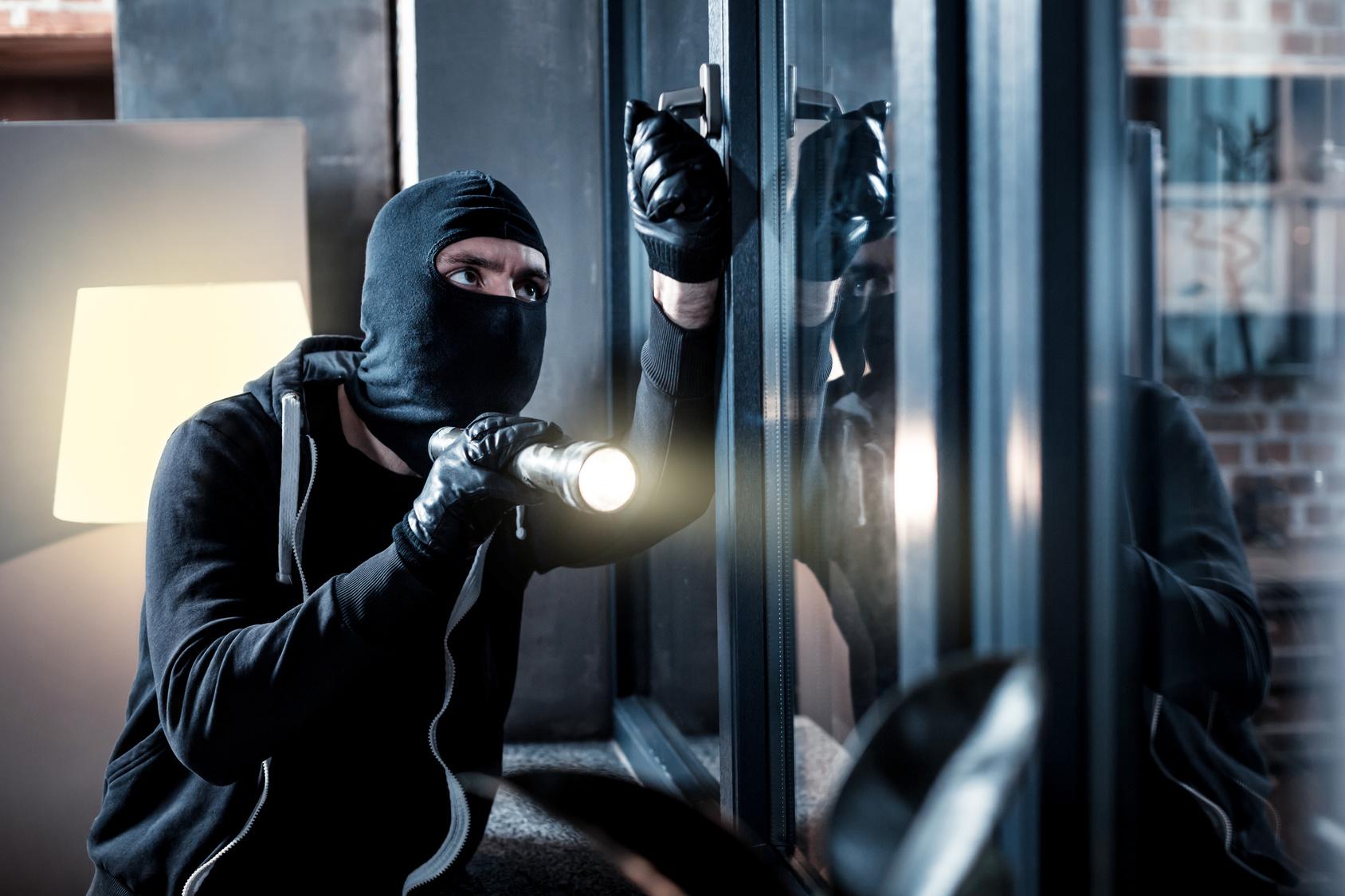 Jak chronić budynek mieszkalny przed włamaniem?
