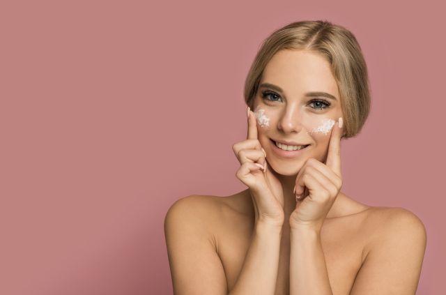Jak się nie kleić po nawilżaniu skóry