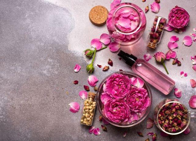 Woda różana – Właściwości i zastosowanie w kosmetyce